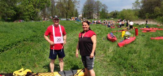 Britta i Peter przed startem spływu na Nysie Kłodzkiej